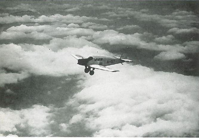 Abb.1: Die Junkers F-13 über den Alpen